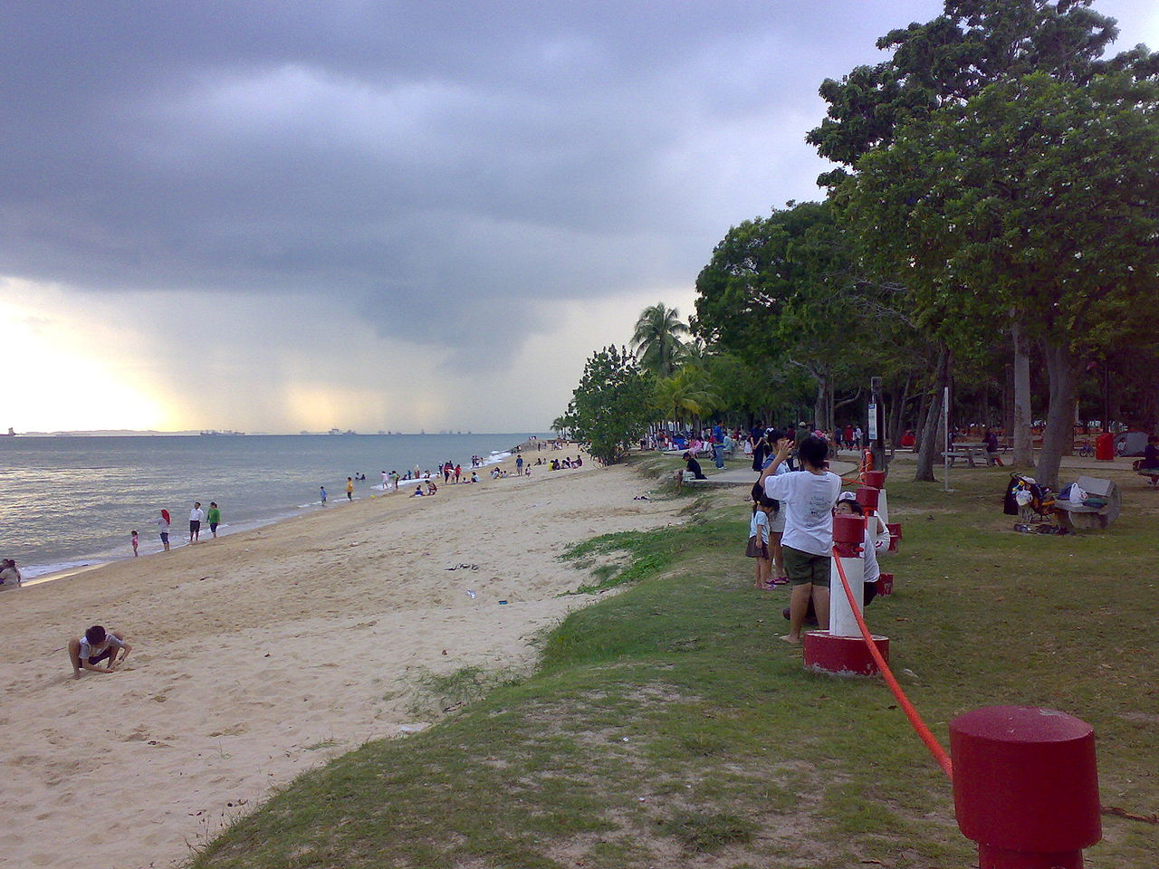 1280px-cloudy_skies_at_east_coast_park