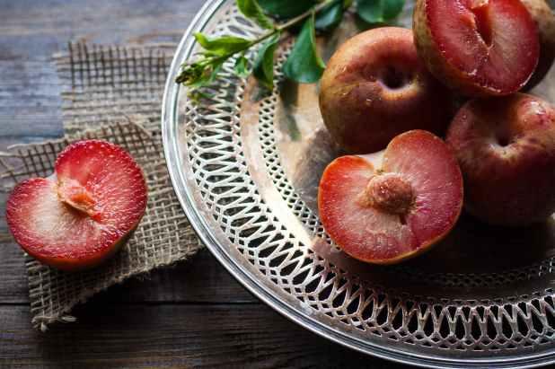 plums-ripe-healthy-food-162851.jpeg